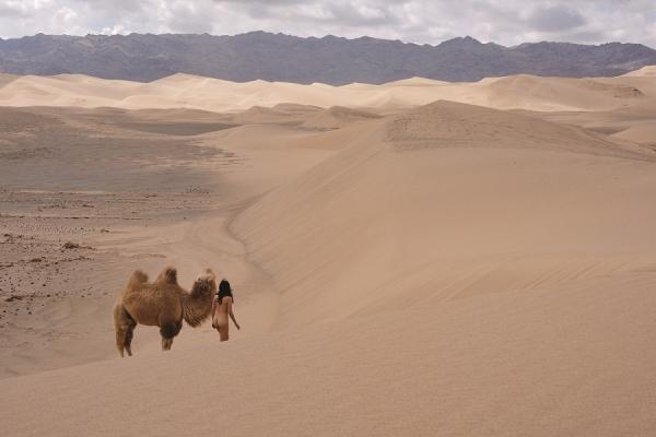 愛情常態|與你光裸走向荒漠──韓國攝影師 Miru Kim 的作品聯想