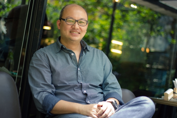 商業與劇場跨界,資本主義的反思──《搶錢的世界》劉亮佐專訪