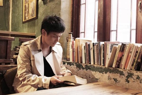 流轉的聲音 歌唱,是一趟認識自己的旅程──專訪歌手陳永龍