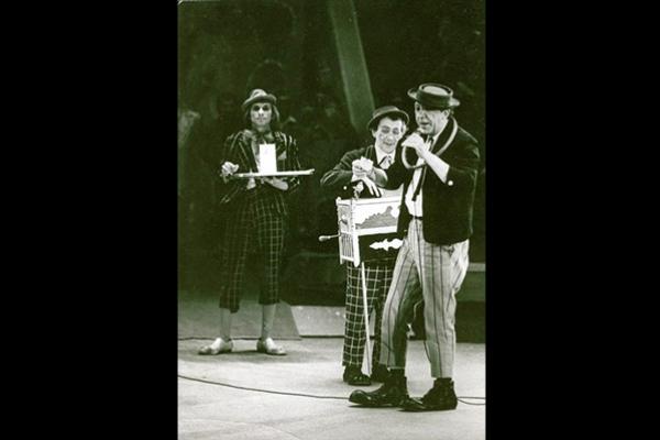 人民的小丑,俄國喜劇演員尤里尼庫林(二):做不成演員,改當馬戲團小丑