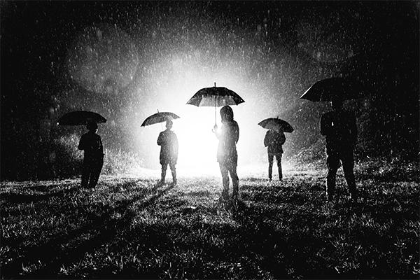 冷靜與熱情交織的音樂影像,康士坦的變化球首張專輯《擱淺的人》