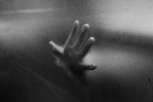 黑白攝影是拍給自己的日記:《人非人》張國耀攝影個展