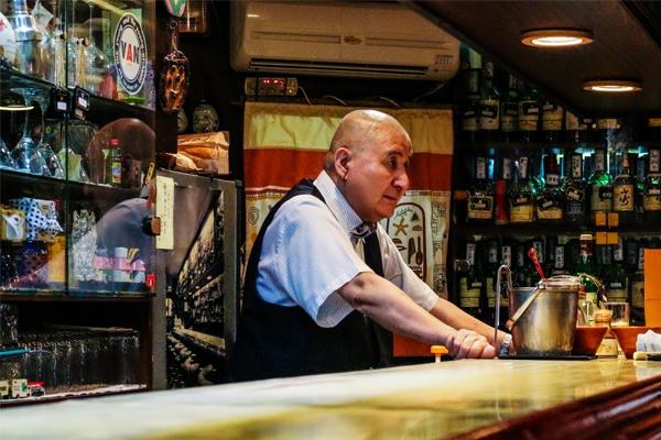 藤|條通內 30 年老酒吧,寄放著 1200 顆等待回家的心