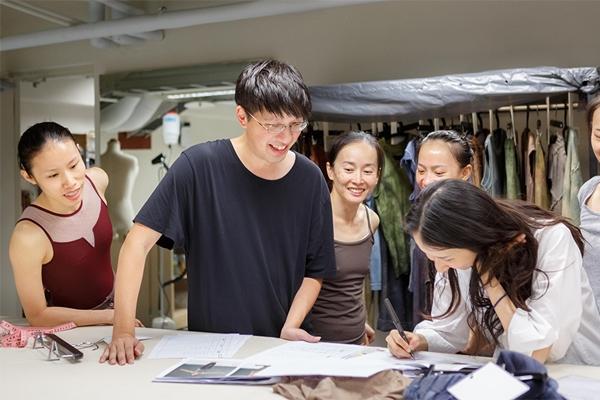 找到土地的色彩,APUJAN 詹朴為雲門舞集《關於島嶼》設計舞衣