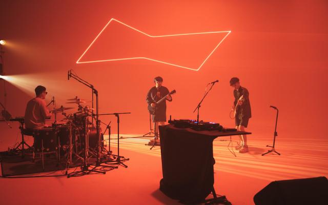 想要放歌,也想玩樂團,那就都要好了—— 百威 2021 BUDXLIVE 音樂演出,G5SH 上線!